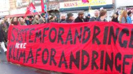 """Banner for """"Systemforandring, ikke klimaforandring"""" ved klimademonstration 29. januar 2015"""